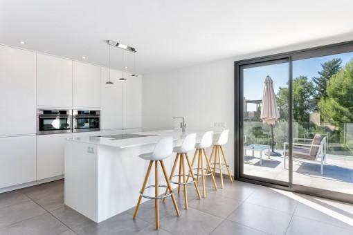 Qualitativ hochwertige Designerküche mit Kochinsel