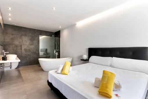 Mastersuite mit Badezimmer en Suite
