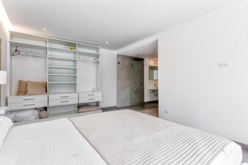 Die zweite Mastersuite mit Badezimmer en Suite