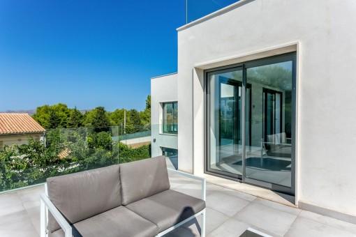 Sonnenterrasse mit Loungebereich