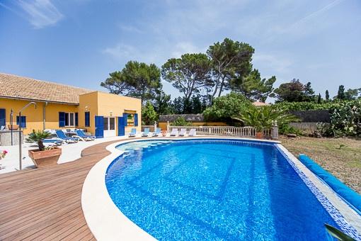 Meerblick-Villa oberhalb des Strandes von Mal-Pas mit großem Grundstück und Privatsphäre bei Alcudia