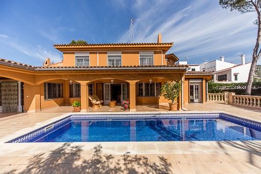 Komfortable und sehr gepflegte Villa in zentraler Lage in San Agustín