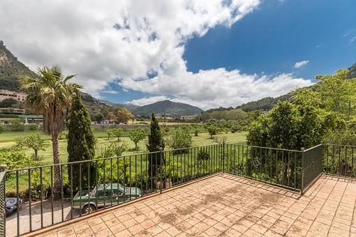Mediterraner Landschaftsblick vom Balkon