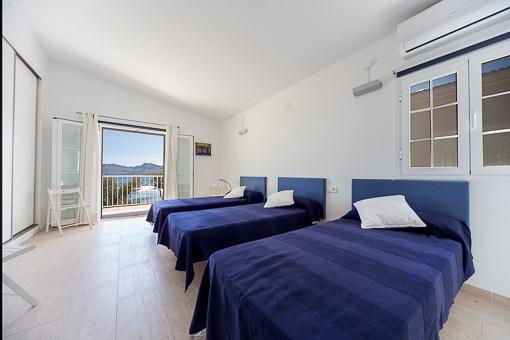 modernes chalet in erster linie mit direktem zugang zum strand in colonia sant pere zu kaufen. Black Bedroom Furniture Sets. Home Design Ideas