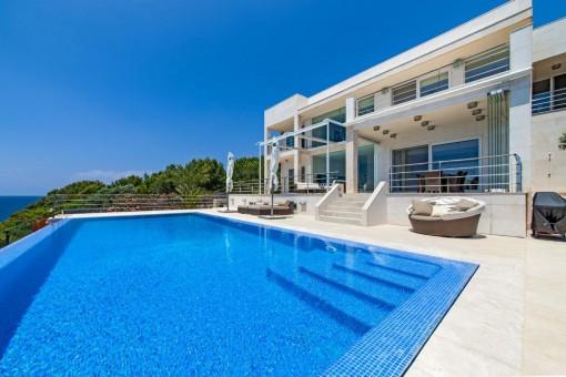 Hochexklusive Villa in erster Linie in Cala Pi