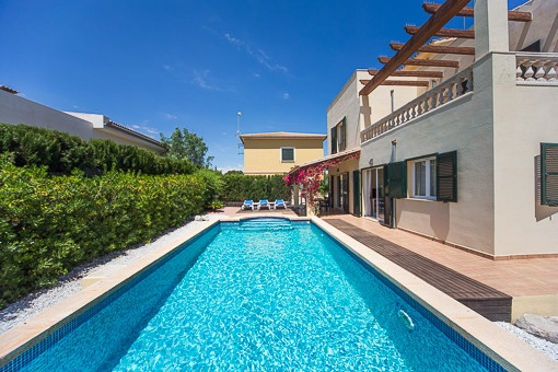 Neuwertiges Ferienhaus mit Swimmingpool und Meerblick von der Dachterrasse in Son Serra de Marina