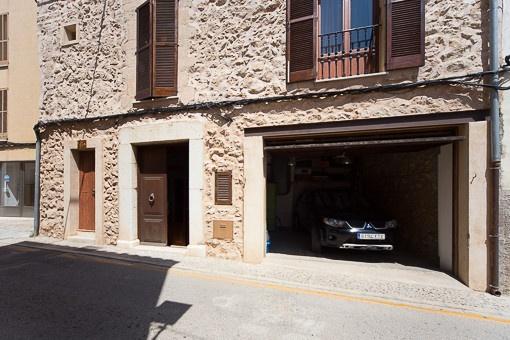 Garage des Anwesens