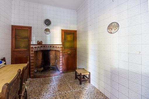Küche mit offener Feuerstelle