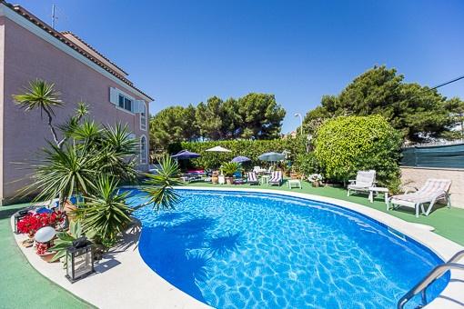 gro e villa mit 3 unabh ngigen ferienwohnungen in cala ratjada zu kaufen. Black Bedroom Furniture Sets. Home Design Ideas