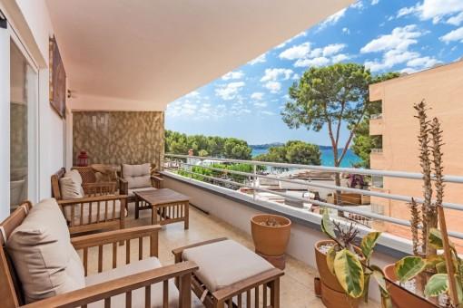 Sehr schönes Meerblick-Apartment in Paguera unmittelbar am großen Sandstrand