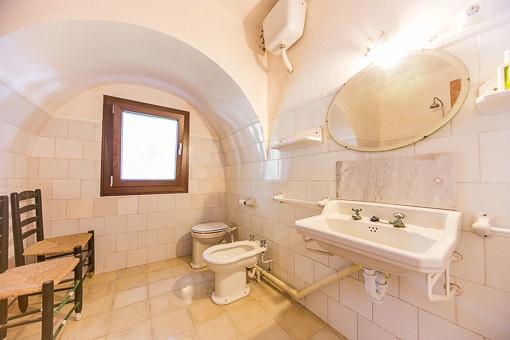 Badezimmer im Originalzustand im Nebengebäude