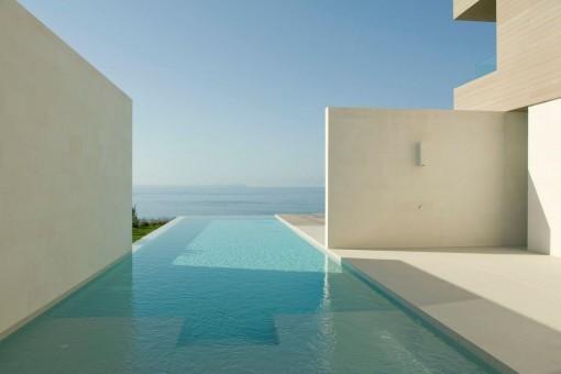 Einmaliger Meerblick vom Swimmingpool aus