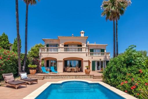 Südlich ausgerichtete Traumvilla mit Pool und Panoramablick in Cala Pi