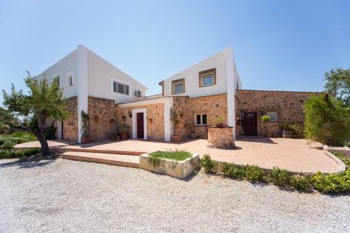 Stilvolles Landhaus nur 5 Minuten von Santa Maria entfernt mit Pool und Gästebereich