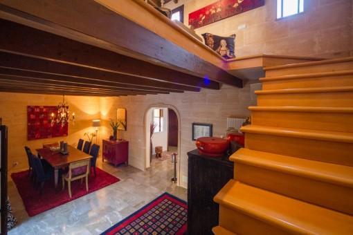 Treppenaufgang führt in die obere Etage