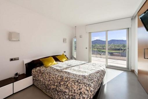 Schlafzimmer mit Balkon