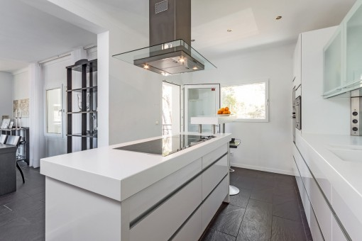 Moderne und offene Küche