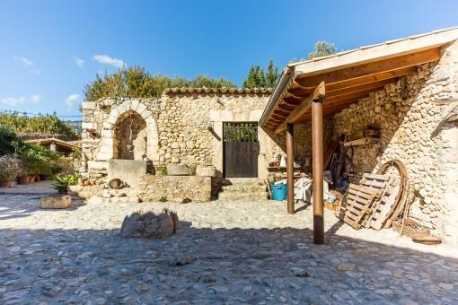 Authentisches Dorfhaus mit Ölmühlen, Innenhof und Garten im Stadtkern von Selva