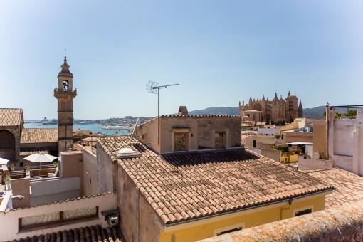 2 große Duplex-Penthäuser zum renovieren mit Meerblickterrassen in bester Altstadtlage in Palma