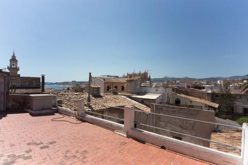 Tolles, 300 qm großes Penthouse zum Renovieren mit 40 qm großer Terrasse in der Altstadt