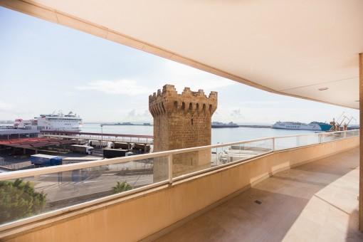 Tolle Wohnung mit Terrasse mit Aussicht, Gemeinschaftspool und Garage am Paseo Marítimo