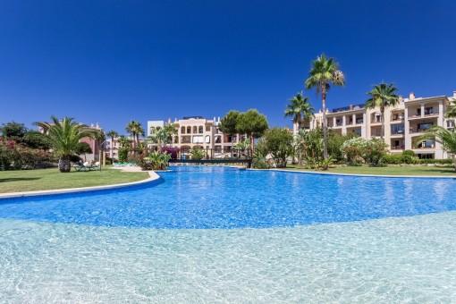 Apartment in toller Luxusanlage mit Swimmingpools und Blick auf den Golfplatz