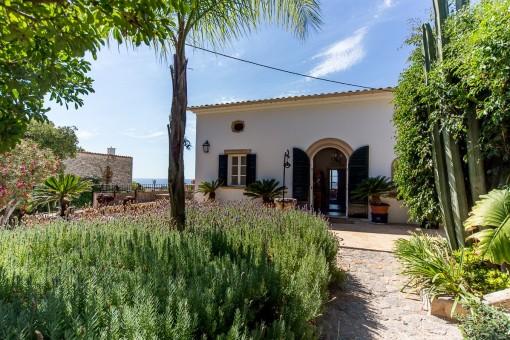 Großartiges Einfamilienhaus mit Charakter und tollem Meerblick in La Bonanova