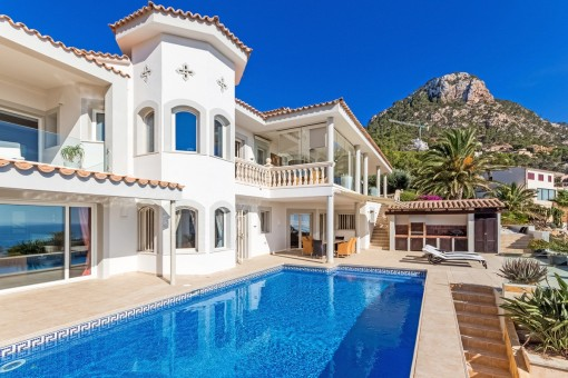 Außergewöhnliche Luxusvilla mit Pool