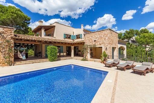 Gemütliche Villa im mediterranen Stil und in perfektem Zustand, in unmittelbarer Nähe des Meeres in Santa Ponsa