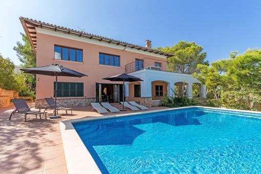 Sehr schönes Einfamilienhaus mit Blick auf das Meer und die Bucht von Santa Ponsa