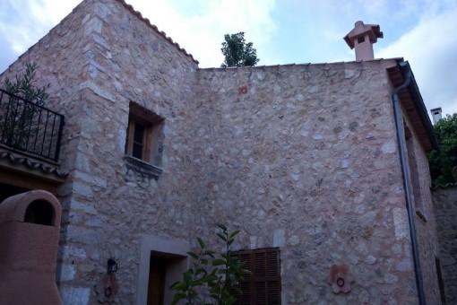 Schönes Haus mit Steinfassade, zentral und doch ruhig gelegen!