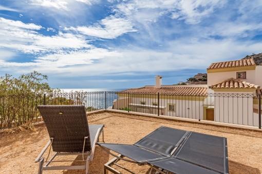 Wunderschönes 3 Zimmer Erdgeschoss Appartement mit Garten und Meer- und Bergblick in Cala Moragues
