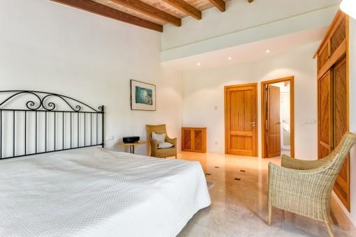 Wunderbares Schlafzimmer mit Einbauschrank und Badezimmer en Suite