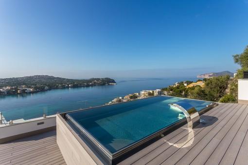 Moderne Neubau-Villa mit Panoramablick auf das Meer in Costa de la Calma