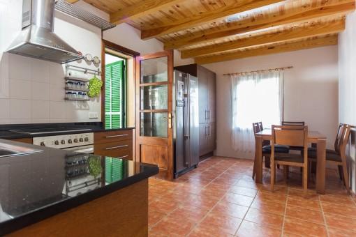 Küche mit eigenem Essbereich