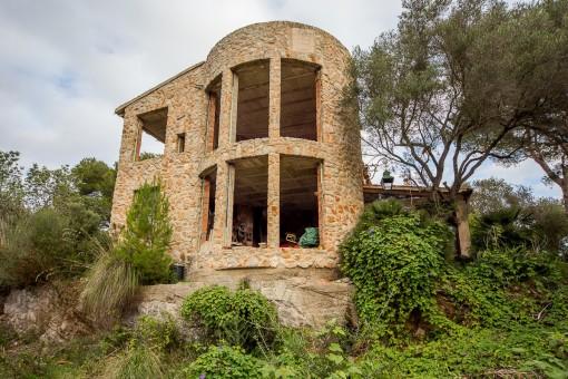 Highlight ist ein gemauerter Turm mit einem schönen Turmzimmer