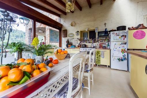 Wunderbare Küche mit Esstisch