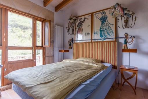 Schlafzimmer mit Blick auf den Garten