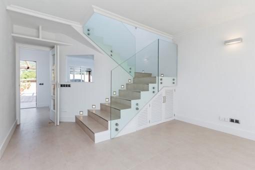 Blick auf den Eingangsbereich vom Wohnbereich aus