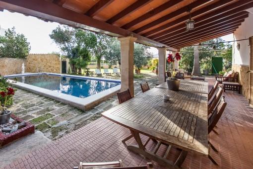 Tolle 500 qm große Finca mit 2 separaten Häusern & 5.800 qm großem Grundstück in Son Sardina, Palma