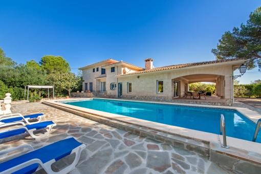 Wunderschöne Villa mit großzügigen Grundstück in Strandnähe