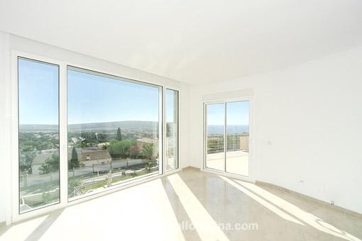 Schlafzimmer mit Panoramafenstern