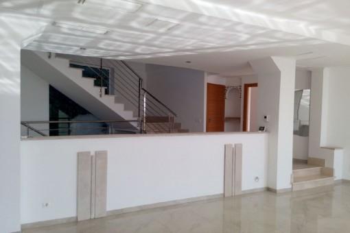 Treppenaufgang neben dem Wohnbereich
