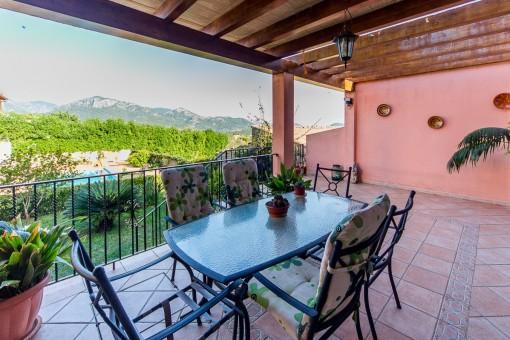 Großzügiges Stadthaus in Moscari mit Pool, Garten und großer Garage im Kellerbereich