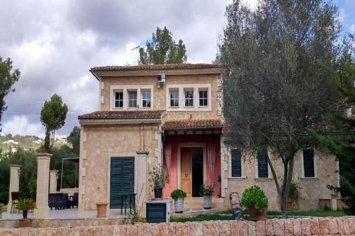 Schönes Haus mit großem Grundstück in Puntiro