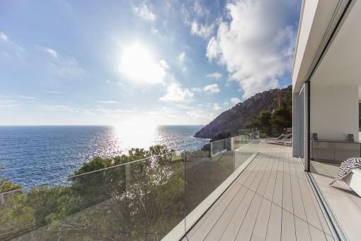 Balkon mit mediterranen Meerblick