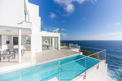 High-End Designhaus in erster Meereslinie in Costa de Canyamel