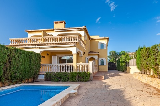 Mediterrane Doppelhaushälfte mit Pool in Bahia Grande