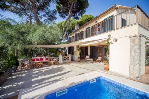 Möblierte Villa mit Salzwasserpool für maximal 11 Monate an der Cala Estancia