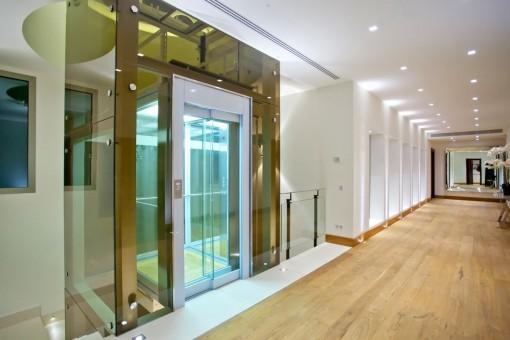 Aufzug der Villa